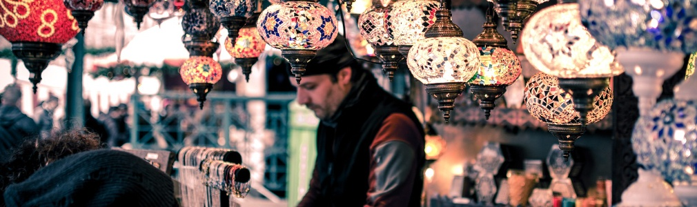 Turkse man aan het werk in Turkije